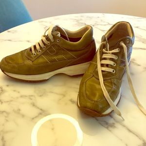 Hogan Interactive Sneakers. Olive green. Size 37.